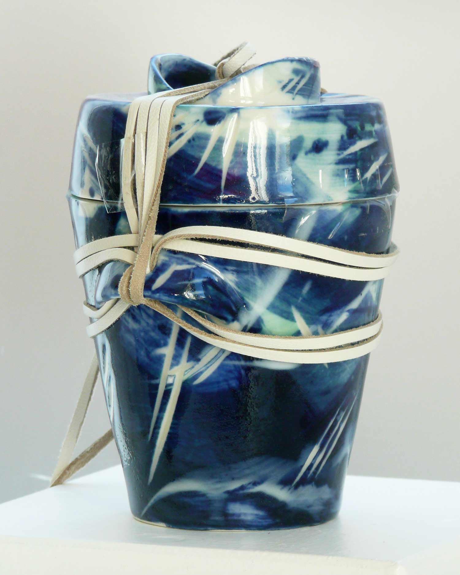 urn-Small-Dark